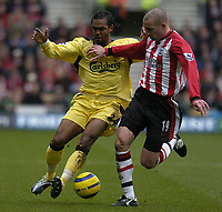 Fotball<br /> England 2004/2005<br /> Foto: SBI/Digitalsport<br /> NORWAY ONLY<br /> <br /> Southampton v Liverpool, Barclays Premiership, 22/01/2005. Liverpools Florent Sinama is challenged by Danny Higginbotham r.