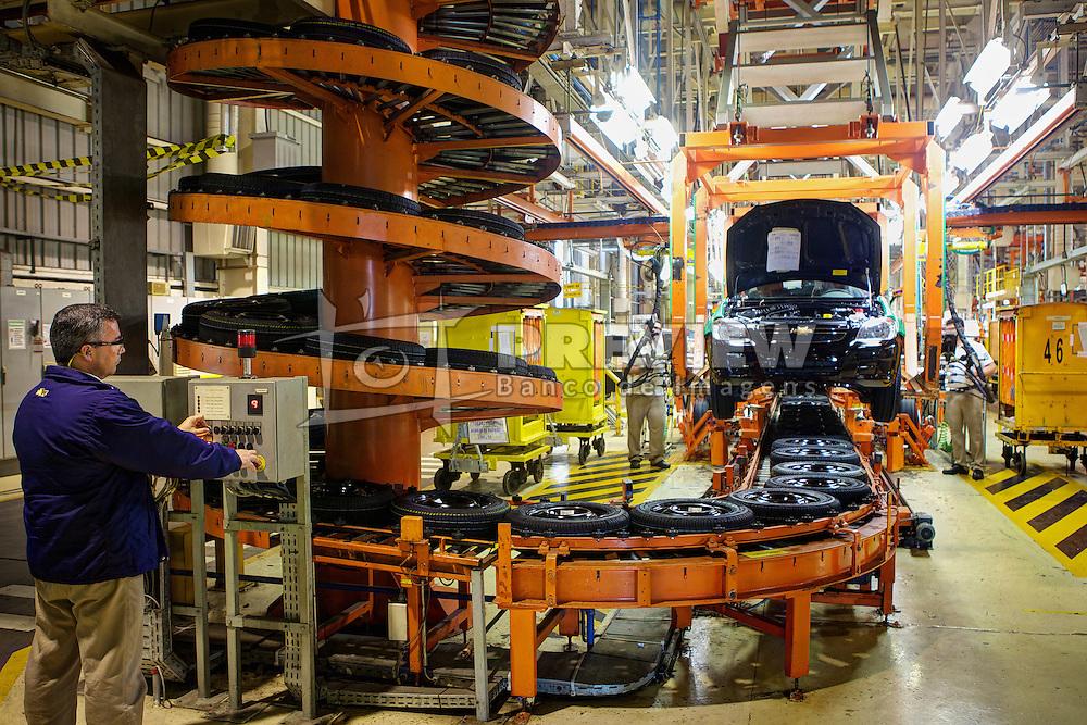 Linha de montagem na fábrica da General Motors, Glórinha - RS. FOTO: Jefferson Bernardes/Preview.com