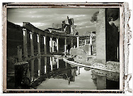 The Maritime Theatre Hadian's Villa (Villa Adriana) Tivoli, Italy .<br /> <br /> If you prefer to buy from our ALAMY PHOTO LIBRARY  Collection visit : https://www.alamy.com/portfolio/paul-williams-funkystock/hadrians-villa-tivoli.html<br /> Visit our CLASSICAL WORLD HISTORIC SITES PHOTO COLLECTIONS for more photos to buy as buy as wall art prints https://funkystock.photoshelter.com/gallery-collection/Classical-Era-Historic-Sites-Archaeological-Sites-Pictures-Images/C0000g4bSGiDL9rw