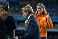 18-08-2016 BRA: Olympic Games day 13, Rio de Janeiro<br /> Koning Willem Alexander heeft de zilveren medaille uitgereikt aan Dafne Schippers .