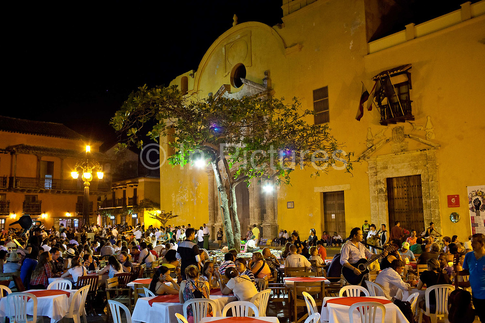 Plaza Santa Domingo St Domingo square, one of the mosr famous squares in Cartagena, seen here in the evening with outdoor dining. The square is inside the old town of Cartagena city, showing the well preserved Colonial architecture. Cartagena was formed as a port town in 1533, it a UNESCO World heritage site, the capital of Bolivar department, and is located on the north coast of Colombia in the Caribbean Coast Region, Colombia.