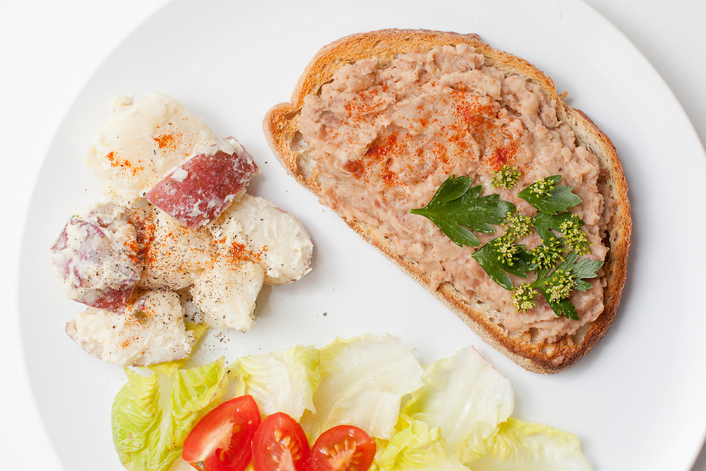 Garlic White Bean Toast from the fridge (m€) - COVID-19 Social Distancing