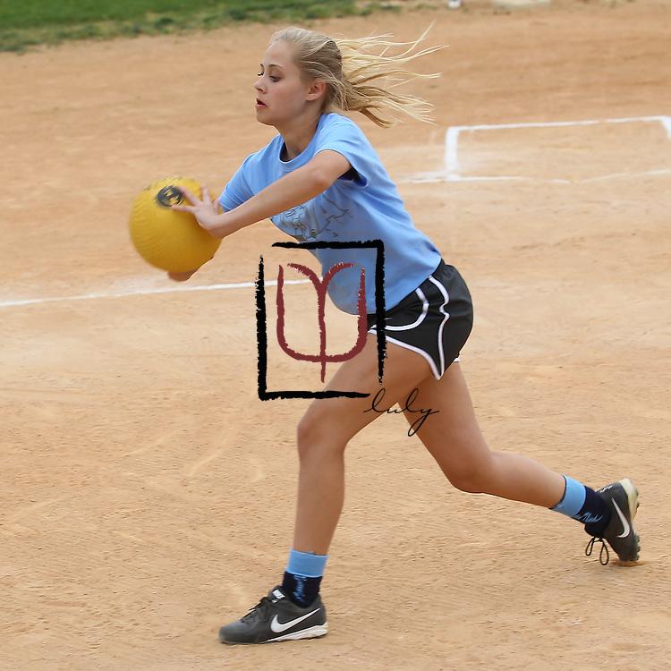 Amanda decides to peg a runner