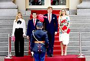 Koning Willem-Alexander en koningin Maxima ontvangen de Mexicaanse president Pena Nieto en zijn echtgenote Angelica Rivera de Pena /// King Willem-Alexander and Queen Maxima receive the Mexican president Pena Nieto and his wife Angelica Rivera de Pena<br /> <br /> Op de foto / On the photo:  Koning Willem-Alexander met de Mexicaanse president Pena Nieto  / King Willem-Alexander with the Mexican president Pena Nieto