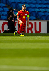CARDIFF, WALES - Sunday, September 6, 2020: Wales' captain Gareth Bale kneels down (takes a knee) in support of the Black Lives Matter movement before during the UEFA Nations League Group Stage League B Group 4 match between Wales and Bulgaria at the Cardiff City Stadium. (Pic by David Rawcliffe/Propaganda)
