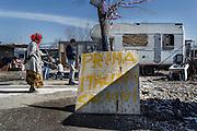Il campo rom del quartiere periferico di Tor Sapienza, durante la visita di Matteo Salvni. Roma 24 Febbraio 2016. Christian Mantuano / OneShot
