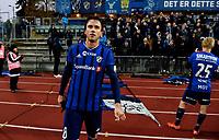 Fotball , 22. oktober 2016 , Tippeligaen , Eliteserien<br /> Stabæk - Sarpsborg 1-2<br /> <br /> Nicholas Grossman , Stabæk , med sinte og oppgitte fans i bakgrunn etter tapet