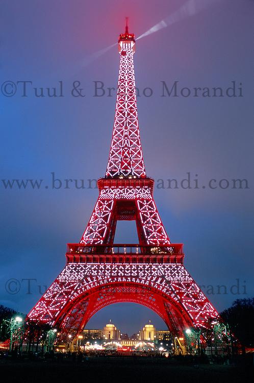 France. Paris. Tour Eiffel. Nouvel an chinois. // France. Paris. Eiffel Tower. Chinese new year.