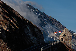 THEMENBILD - das Fuscher Törl. Die Grossglockner Hochalpenstrasse verbindet die beiden Bundeslaender Salzburg und Kaernten mit einer Laenge von 48 Kilometer und ist als Erlebnisstrasse vorrangig von touristischer Bedeutung, aufgenommen am 15. September 2016, Bruck a. d. Glocknerstrasse, Oesterreich // the Fuscher Toerl. The Grossglockner High Alpine Road connects the two provinces of Salzburg and Carinthia with a length of 48 km and is as an adventure road priority of tourist interest at Bruck a. d. Glocknerstrasse, Austria on 2016/09/15. EXPA Pictures © 2016, PhotoCredit: EXPA/ JFK