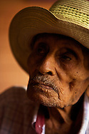 Don Faustino, 102 years old, wake up each morning at 6 am. On saturday he wake up at 4 am to take the bus to go to Santa Cruz at the market.