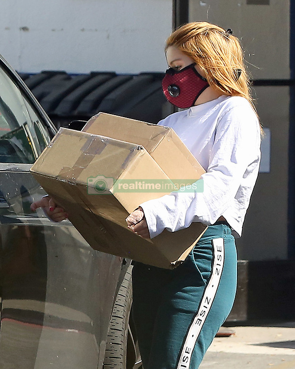EXCLUSIVE: Ariel winters, who appears to have a cast on her thumb and her Boyfriend Luke Benward head to the post office box to pick up some packages and share a kiss before heading home, Ariel watches as Luke pulls the trash cans back into house . 08 May 2020 Pictured: Ariel winters, who appears to have a cast on her thumb and her Boyfriend Luke Benward head to the post office box to pick up some packages and share a kiss before heading home, Ariel watches as Luke pulls the trash cans back into house . Photo credit: P&P / MEGA TheMegaAgency.com +1 888 505 6342