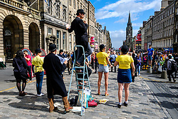 Edinburgh Scotland 7th August 2016 :: Performers from Fringe shows entertain in the High Street to promote their shows.<br /> <br /> Pictured: members of the cast of Twelfth Night.<br /> <br /> (c) Andrew Wilson   Edinburgh Elite media