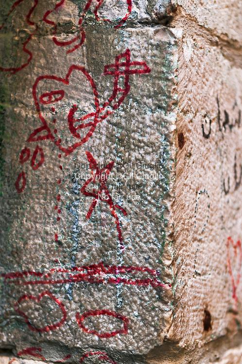Israël, Jérusalem, détail de grafiti sur mur de la vieille ville sur le chemin de Croix du Christ// Israel, Jerusalem, detail of grafiti wall of the old city on the Cross Trail of the Christ