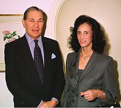 SIR DENNIS & LADY LANDAU at a lunch in london on 10th December 1998.<br /> MMW 8