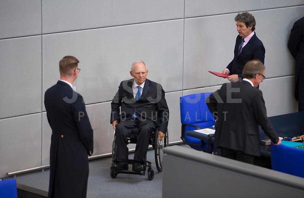 DEU, Deutschland, Germany, Berlin, 13.05.2020: Bundestagspräsident Wolfgang Schäuble (CDU) bei einer Plenarsitzung im Deutschen Bundestag. In der heutigen Fragestunde und Regierungsbefragung beantwort die Kanzlerin Fragen der Abgeordneten.