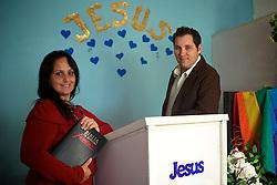 Os pastores Anderson Zambom e Vanessa Pereira que dirige uma igreja evangélica inclusiva em Porto Alegre, onde aceitam homossexuais. FOTO: Jefferson Bernardes/Preview.com