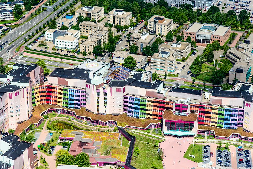 Nederland, Overijssel, Zwolle, 17-07-2017; Isala Zwolle, ziekenhuis, onderdeel van de gelijknamige ziekenhuisgroep.<br /> General hospital.<br /> luchtfoto (toeslag op standard tarieven);<br /> aerial photo (additional fee required);<br /> copyright foto/photo Siebe Swart