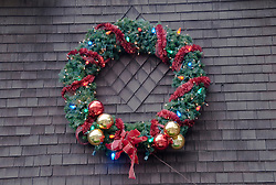 California: Napa City, Christmas  wreath on exterior during B&B Holiday Tour at Cedar Gables Inn.  Photo copyright Lee Foster.  Photo # canapa106910