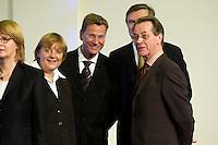 11 JAN 2005, BERLIN/GERMANY:<br /> Angela Merkel, CDU Bundesvorsitzende, Guido Westerwelle, FDP Bundesvorsitzender, und Wolfgang Gerhardt, FDP Fraktionsvorsitzender, und Franz Muentefering, SPD Bundesvorsitzender, (v.L.n.R.), im Gespraech, waehrend dem  Neujahrsempfang des Bundespraesidenten, Schloss Charlottenburg<br /> IMAGE: 20050111-01-009<br /> KEYWORDS: Bundespräsident, Gespräch, Franz müntefering