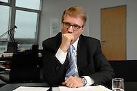 09 JAN 2007, BERLIN/GERMANY:<br /> Ronald Pofalla, CDU Generalsekretaer, waehrend einem Interview, in seinem Buero, CDU Bundesgeschaeftsstelle<br /> IMAGE: 20070109-01-026