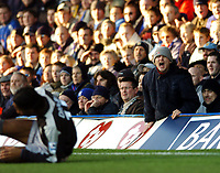 Fotball<br /> Premier League 2004/05<br /> Portsmouth v Chelsea<br /> 28. desember 2004<br /> Foto: Digitalsport<br /> NORWAY ONLY<br /> This Portsmouth fan screams at Didier Drogba