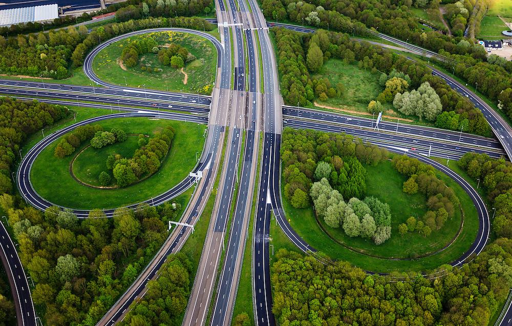 Nederland, Utrecht, Utrecht, 09-05-2013; knooppunt Lunetten, verkeersknooppunt A12 en A27 (vlnr).  Klaverturbineknooppunt.<br /> <br /> QQQ<br /> luchtfoto (toeslag op standard tarieven)<br /> aerial photo (additional fee required)<br /> copyright foto/photo Siebe Swart