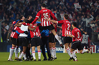 Fotball<br /> Foto: SBI/Digitalsport<br /> NORWAY ONLY<br /> <br /> UEFA Champions league.<br /> PSV Eindhoven v Arsenal<br /> 24/11/2004.<br /> <br /> PSV's players celebrate after they earn a point against Arsenal and progress to the knock out stage of the Champions League