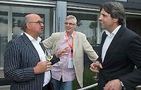LOOSDRECHT - Johan Wakkie, Robert Misset en Guus de Gruiter. ...Lancering Sport Helpt, een initiatief van hockeyers Rogier Hofman en Tim Jenniskens. FOTO KOEN SUYK