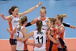 04-01-2016 TUR: European Olympic Qualification Tournament Nederland - Duitsland, Ankara <br /> De Nederlandse volleybalvrouwen hebben de eerste wedstrijd van het olympisch kwalificatietoernooi in Ankara niet kunnen winnen. Duitsland was met 3-2 te sterk (28-26, 22-25, 22-25, 25-20, 11-15) / Lonneke Sloetjes #10, Femke Stoltenborg #2, Debby Stam-Pilon #16