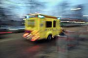 Nederland, Nijmegen, 10-12-2007Ambulance rijdt met grote snelheid naar het ziekenhuis.Foto: Flip Franssen