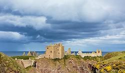 THEMENBILD - Blick auf die Burgruine Dunnottar Castle bei Stonehaven, Schottland, aufgenommen am 07. Juni 2015 // view of the ruins of Dunnottar Castle near Stonehaven, Scotland on 2015/06/07. EXPA Pictures © 2015, PhotoCredit: EXPA/ JFK