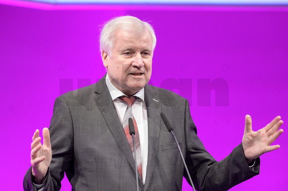06 JAN 2020, KOELN/GERMANY:<br /> Horst Seehofer, CSU, Bundesinnenminister, haelt eine Rede, dbb Jahrestagung, Koeln Messe<br /> IMAGE: 20200106-01-118