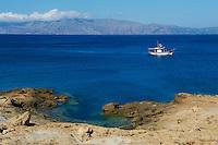 Grèce, Crète, bateau de peche dans le golfe de Kissamos // Greece, Crete island, fishing boat in the Kissamos Gulf
