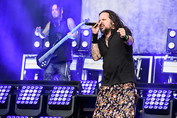 © Licensed to London News Pictures. 26/08/2017. Reading Festival 2017, Reading, UK. Korn perform on the main stage. Jonathan Davis and James Shaffer  pictured  Photo credit: Andy Sturmey/LNP