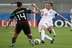 17.07.2010,  Augsburg, GER, FIFA U20 Womens Worldcup, England vs Mexico,  im Bild Alvarado Monica (Mexico Nr.14) stoppt Michelle Hinnigan (England Nr.10) , EXPA Pictures © 2010, PhotoCredit: EXPA/ nph/ . Straubmeier+++++ ATTENTION - OUT OF GER +++++