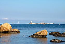 24/04/2009 Brindisi Diga di Punta Riso sullo sfondo il faro delle isole delle Pedagne situate nel porto esterno di Brindisi, due barche a vela navigano all'orizzonte