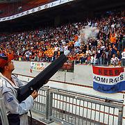American Football, Amsterdam Admirals - Cologne Centurions, schieten van handdoeken in publiek