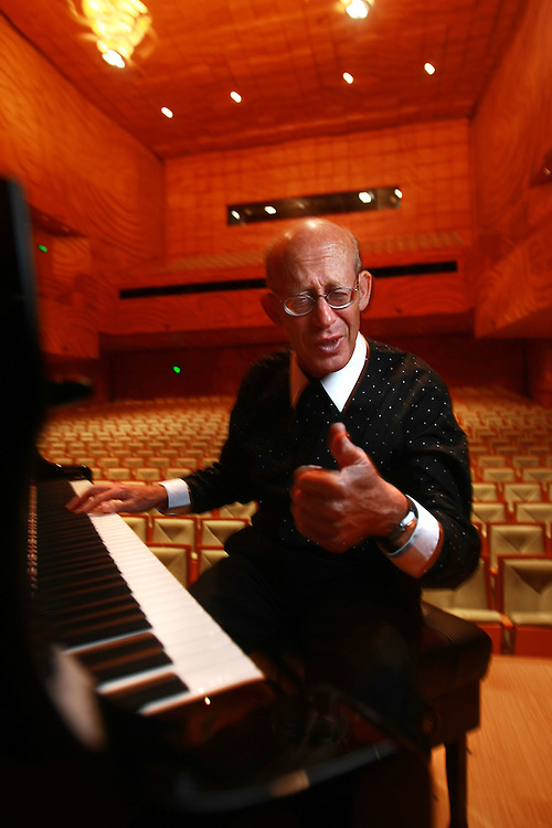 Melbourne Recital Centre, David Helfgott, virtuoso pianist who touches the hearts of all who hear him. The 1996 film SHINE propelled him to worldwide fame.  - Pic By Craig Sillitoe 13/11/2010 melbourne photographers, commercial photographers, industrial photographers, corporate photographer, architectural photographers, This photograph can be used for non commercial uses with attribution. Credit: Craig Sillitoe Photography / http://www.csillitoe.com<br /> <br /> It is protected under the Creative Commons Attribution-NonCommercial-ShareAlike 4.0 International License. To view a copy of this license, visit http://creativecommons.org/licenses/by-nc-sa/4.0/.