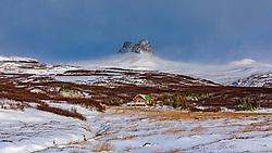 THEMENBILD - Bildudalsvegur Vesturbyggoe, ein Haus und im Hintergrund der Berg Borgavoetn, aufgenommen am 24. Oktober 2019 in Island // Bildudalsvegur Vesturbyggoe, a house and in the background the mountain Borgavoetn,, Iceland on 2019/10/24. EXPA Pictures © 2019, PhotoCredit: EXPA/ Peter Rinderer