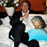 NLD/Eemnes/20081020 - Premiere Dries Roelvink film, Emile Ratelband in bed