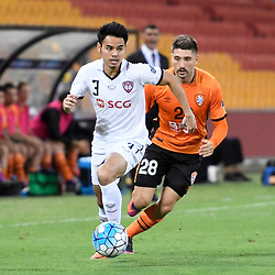 BRISBANE, AUSTRALIA - FEBRUARY 21: Theerathon Bunmathan of Muangthong United dribbles the ball during the Asian Champions League Group Stage match between the Brisbane Roar and Muangthong United FC at Suncorp Stadium on February 21, 2017 in Brisbane, Australia. (Photo by Patrick Kearney/Brisbane Roar)