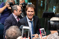 © Licensed to London News Pictures. 18/07/2018. London, UK. SIR CLIFF RICHARD arrives at the Rolls Building of the High Court in London where judges will deliver their decision on his claim for damages against the BBC for loss of earnings. The 77-year-old singer is suing the corporation after his home in Sunningdale, Berkshire was raided following allegations of sexual assault made to Metropolitan Police. Photo credit: Rob Pinney/LNP