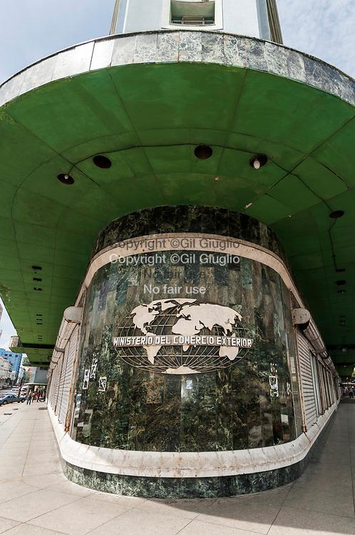 Cuba, La Havane, quartier du Vedado, bâtiment des affaires commerciales étrangères // Cuba, Havana, Vedado quarter, building of foreign trade ministry