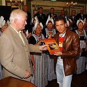 Uitreiking boek over de palingsound in Volendam, Jan Smit
