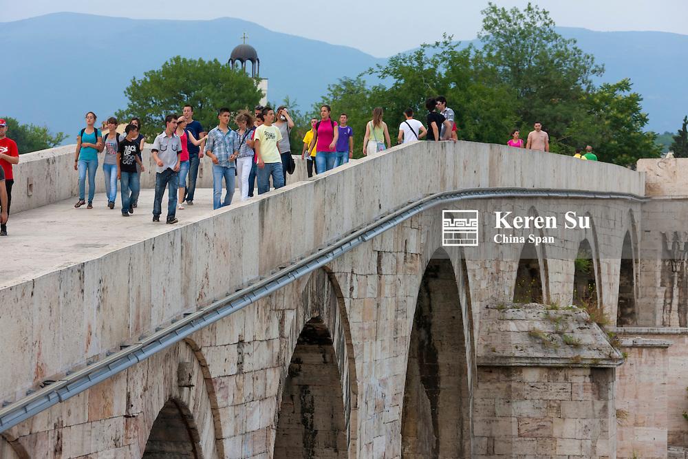 Stone Bridge in the old town, Skopje, Republic of Macedonia, Europe