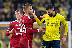 Frederik Gytkjær (Lyngby BK) diskuterer med Anthony Jung (Brøndby IF) under kampen i 3F Superligaen mellem Brøndby IF og Lyngby Boldklub den 1. marts 2020 på Brøndby Stadion (Foto: Claus Birch).