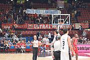 DESCRIZIONE : Milano Lega A 2015-16 Olimpia EA7 Emporio Armani Milano vs Obiettivo Lavoro Virtus Bologna<br /> GIOCATORE : Pubblico<br /> CATEGORIA : Tifosi<br /> SQUADRA : Olimpia EA7 Emporio Armani Milano<br /> EVENTO : Campionato Lega A 2015-2016<br /> GARA : Olimpia EA7 Emporio Armani Milano Obiettivo Lavoro Virtus Bologna<br /> DATA : 08/11/2015<br /> SPORT : Pallacanestro <br /> AUTORE : Agenzia Ciamillo-Castoria/I.Mancini<br /> Galleria : Lega Basket A 2015-2016  <br /> Fotonotizia : Milano  Lega A 2015-16 Olimpia EA7 Emporio Armani Milano Obiettivo Lavoro Virtus Bologna<br /> Predefinita :