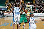 DESCRIZIONE : Avellino Lega A 2015-16 Sidigas Avellino Banco di Sardegna Sassari<br /> GIOCATORE : Taurean Green<br /> CATEGORIA : penetrazione<br /> SQUADRA : Sidigas Avellino <br /> EVENTO : Campionato Lega A 2015-2016 <br /> GARA : Sidigas Avellino Banco di Sardegna Sassari<br /> DATA : 09/11/2015<br /> SPORT : Pallacanestro <br /> AUTORE : Agenzia Ciamillo-Castoria/A. De Lise <br /> Galleria : Lega Basket A 2015-2016 <br /> Fotonotizia : Avellino Lega A 2015-16 Sidigas Avellino Banco di Sardegna Sassari