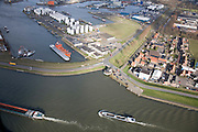 Nederland, Zuid-Holland, Dordrecht, 04-03-2008; schepen op de Dords*** Kil, haven Malle Gat en woonwijk Wieldrecht. .luchtfoto (toeslag); aerial photo (additional fee required); .foto Siebe Swart / photo Siebe Swart