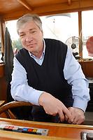 """18 MAY 2003, BERLIN/GERMANY:<br /> Michael Sommer, DGB Bundesvorsitzender, waehrend einer Bootsfahrt mit Pressekonferenz, Dampfer """"Fridericus Rex"""", Potsdam<br /> IMAGE: 20030518-01-024<br /> KEYWORDS: Schiff, Boot, Medientreff, Ruder, Steuerrad"""